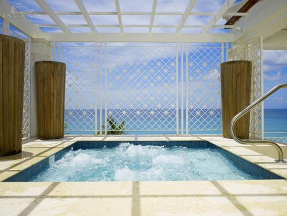 Smugglers Cove Penthouse - Pool and Sea-View